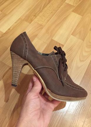 Легкие туфли оксфорды на шнуровке
