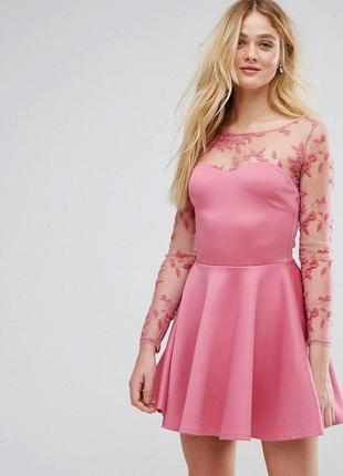 Розовое платье и вышивкой