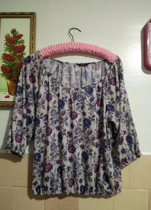 Блуза в розочку,на груди капелька
