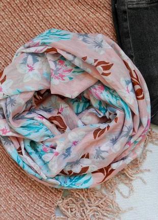 Яркий обьемный снуд хомут шарф