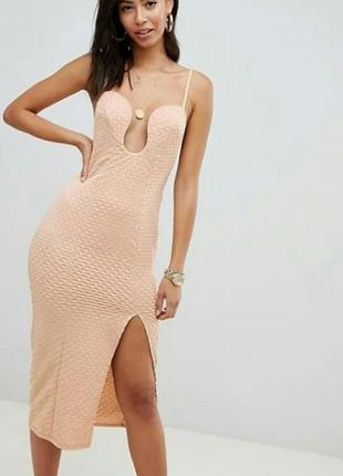 Шикарное вечернее платье с глубоким декольте