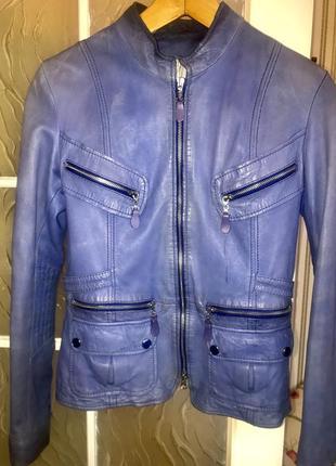 Синяя кожаная куртка