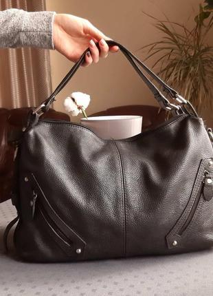 Кожаная черная красивая сумка фирмы l' credi