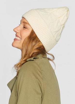 Женская шапка bershka