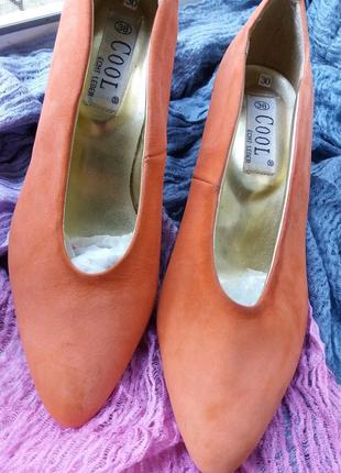 Изумительные мягкие нубуковые туфли,37-37,5разм.
