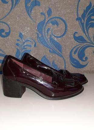 Винные лаковые туфелька на устойчивой каблуке размер 5  1/2