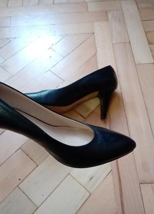 Кожанные туфли лодочки на каблуке bata италия