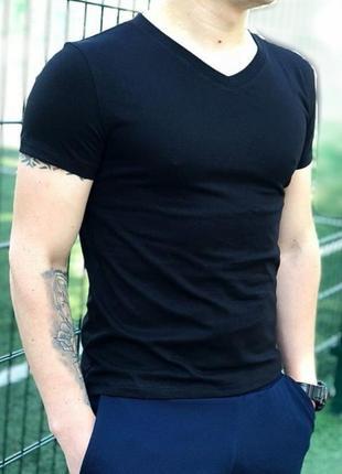 Черная футболка (базовая)