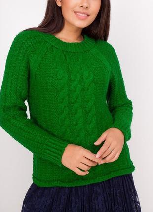 Вязаный однотонный джемпер с фактурной вязкой / зеленый