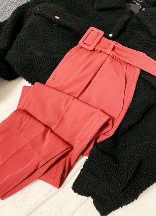 Новые стильные брюки с поясом