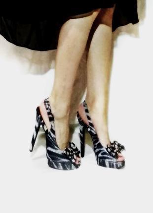 Босоножки на шпильке каблуке серебряные с принтом под зебру 23см