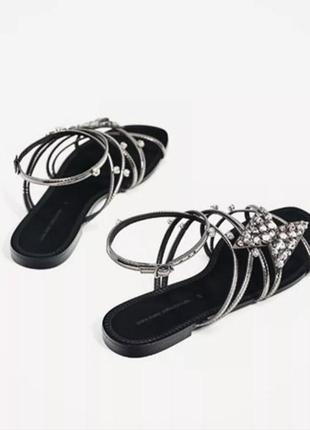 Красивые кожаные сандалии zara