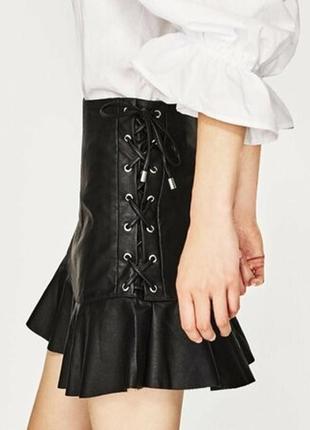 Кожаная юбка со шнуровкой zara