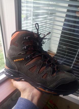 Зимние трекинговые ботинки lowa khumbu ii gtx