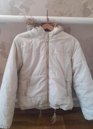 Белая куртка пуховик