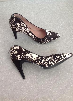 Стильные туфли мех пони с замшевым каблуком