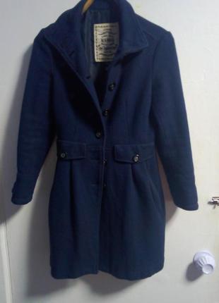 Фирменное пальто.