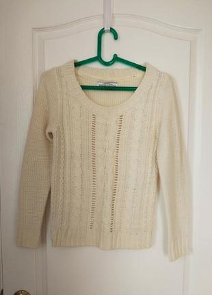 Вязаный свитер кремового цвета