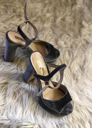 Шикарные бархатные босоножки туфли