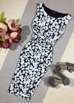 Шикарное платье по фигуре.