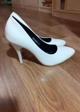 Туфли лодочки  белые,свадебные