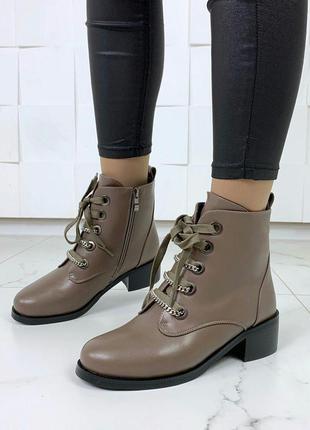 Стильные зимние ботинки цвета хаки