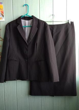 Классический деловой костюм с миди юбкой