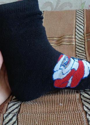 Махровые мужские носки с новогодней тематикой. расцветки