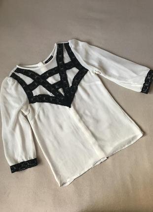 Нежная блуза с кружевом