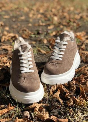 Стильные зимние кроссовки на цигейке