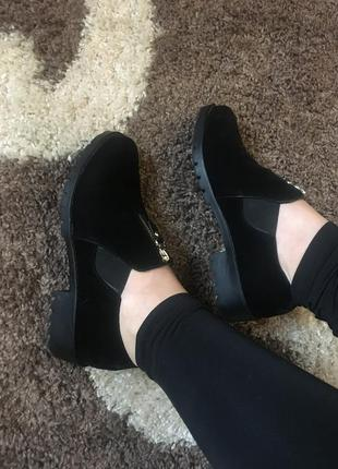 Замшеві ботінки ботіки весна черевики демисезон низький каблук чорні