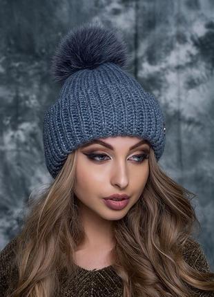 Зимняя шапочка с большим натуральным бубоном песец.
