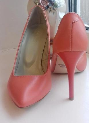 Новые классические туфли, коралловые на коралловом каблуке, 36 размер