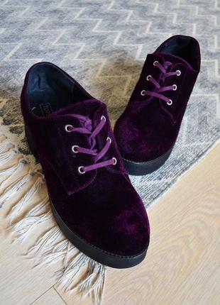 Бархатные туфли на платформе и небольшом каблуке