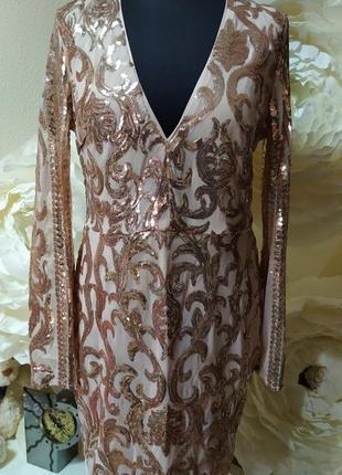 Пудровое платье в паетки