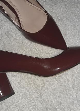 Туфли лодочки на круглос каблуке zara
