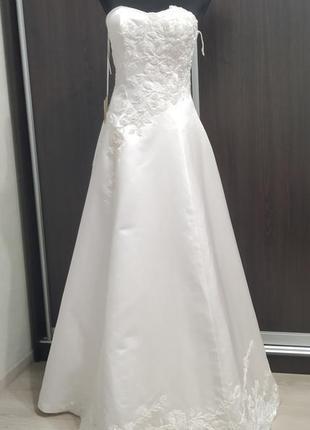 Новое свадебное платье а силуэта