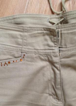 Джинсы брюки высокая посадка чуть расклешенные, размер 28