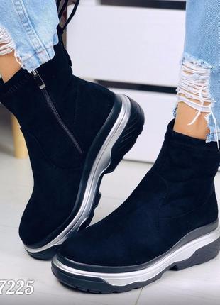 Зимние спортивные ботинки на массивной подошве