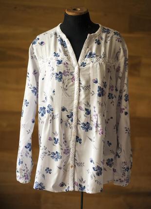 Красивенная белая блузка с цветочным принтом essentials, размер xxl