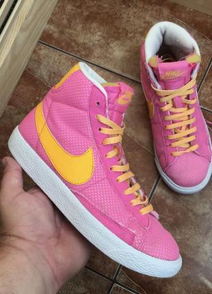 Розовые кроссовки nike blazer