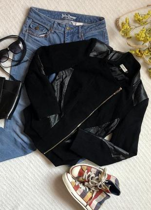 Крутая чёрная куртка с кожаными вставками
