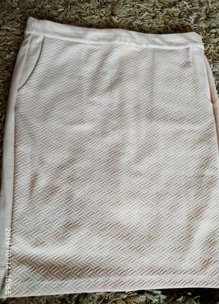 Прямая юбка персикового цвета