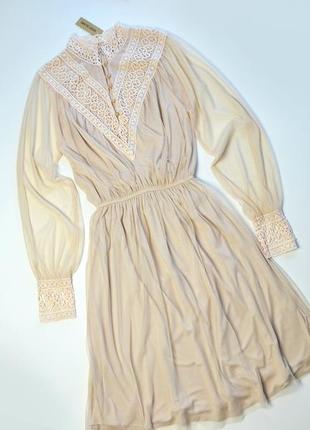 Роскошное нежное платье с кружевом и длинным рукавом