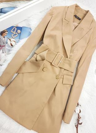 Удлиненный бежевый пиджак