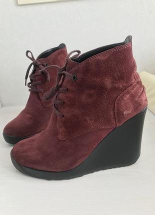Ботильйоны деми ботинки танкетка бренда lacoste
