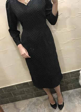 Элегантное чёрное платье в горошек