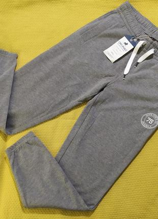 Серые спортивные штаны на флисе
