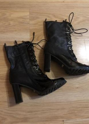 Стильные ботинки новые р. 39
