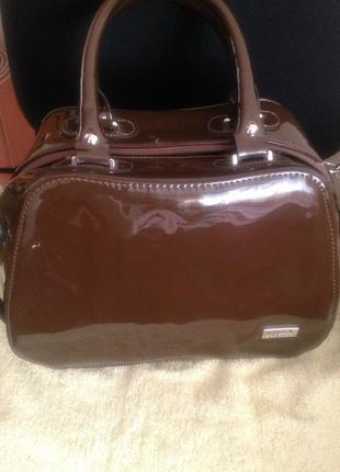 Лакированная сумка саквояж